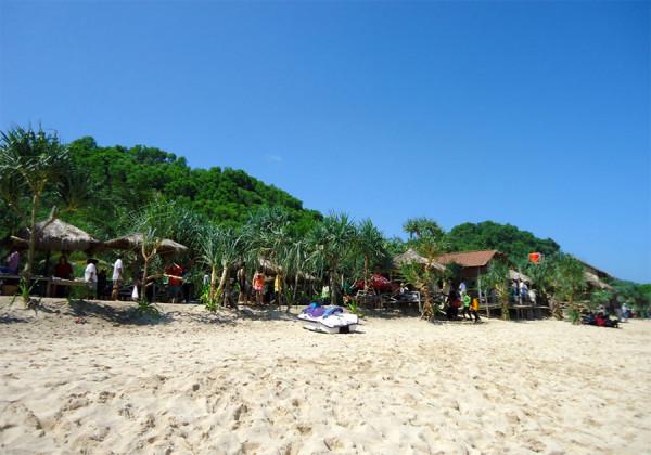 pasir-putih-pantai-indrayanti