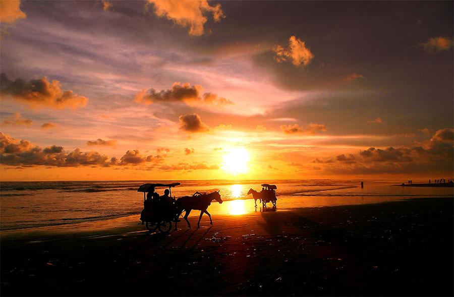sunset-di-pantai-parangtritis-yogyakarta